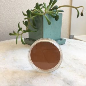 Warm brown powder from Jane Iredale.
